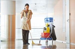 Profesionales de limpieza en Valladolid. Servicios de limpieza para comunidades de vecinos, limpieza de zonas comunes como jardines, garajes o piscinas.